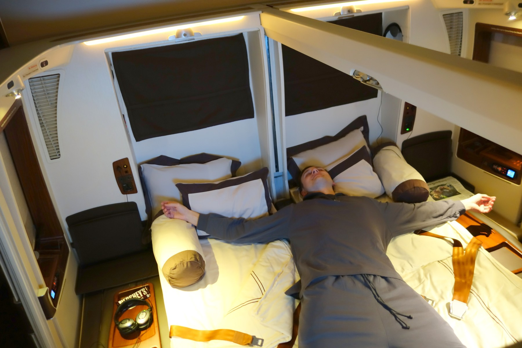 Flight review singapore airlines suites first class los for First class suite airline