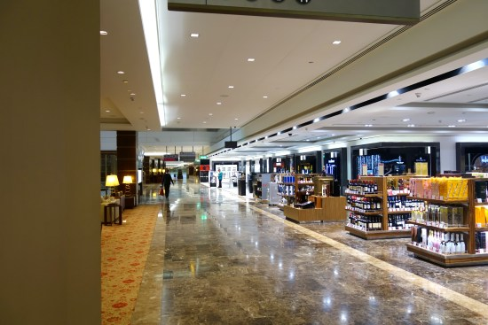 lounge review emirates first class business terminal A dining food spa cigar room kids showers massage drinks dubai dxb