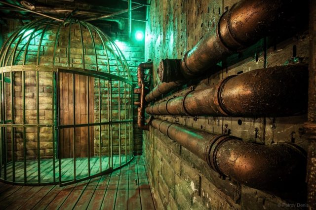 steampunk-circus-2-identical-rooms-55af6f
