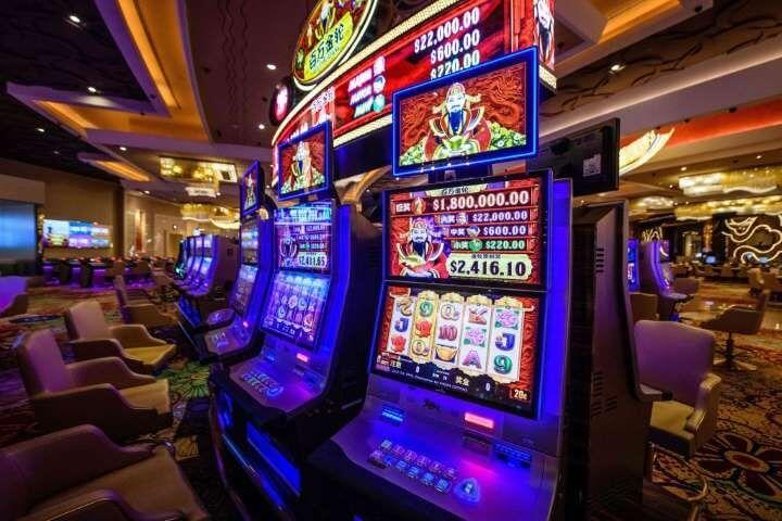 Slot machines at Skycity Hamilton