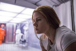 Dr. Louise Banks (Amy Adams)