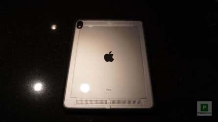 Die Hüllenrückseite mit iPad drin