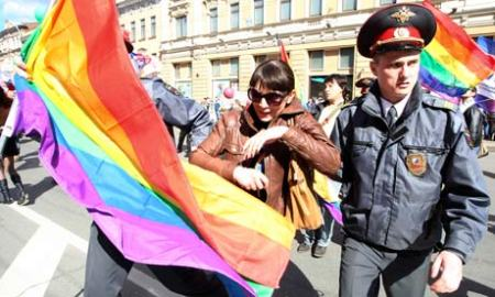 Police detain gay rights activists in St Petersburg