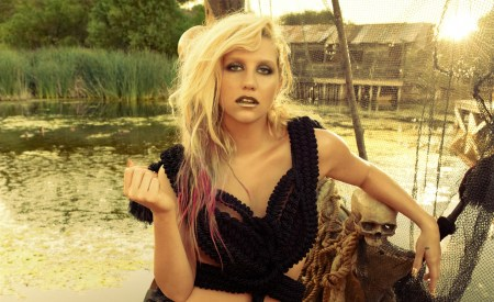 Ke$ha, Warrior review