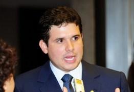 MAL EXEMPLO: Hugo Motta falta votações na Câmara e tem corte de R$ 7 mil no salário