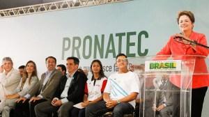 brasil politica pronatec dilma 20140516 003 size 598 300x168 - DILMA VAI MOSTRA EM INSTANTES QUE A PARAÍBA RECEBEU GRANDES INVESTIMENTOS EM TRANSPORTE PÚBLICO