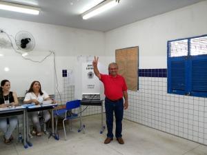 maranhão 300x225 - Antes do fim da apuração dos votos, José Maranhão marca entrevista coletiva