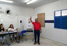 Zé Maranhão vota, diz que está confiante e que acredita na coerência do povo paraibano