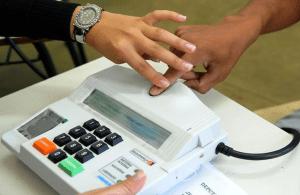 urna biometrica1 300x195 - TRE publica decreto que regula problema com identificação biométrica nas urnas para segundo turno