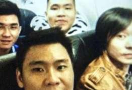SELFIE MORTAL: Passageiros tiram selfie momentos antes de acidente da AirAsia