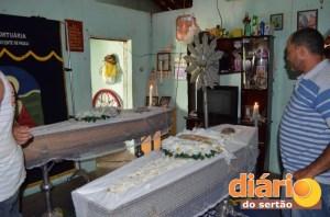 filho e pai3 300x198 - CASO MACABRO EM CAJAZEIRAS: Filha ao vê o pai morto pede a Deus pra ir com ele e cinco minutos depois morre.