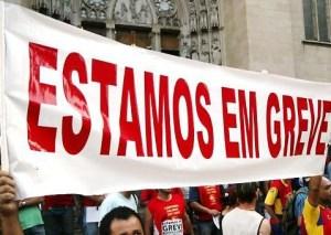 em greve 300x213 - Professores de universidades federais fazem ato em Brasília no terceiro mês de greve