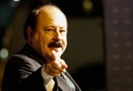 'Perdulária e pesada', Levy Fidelix defende combate ao atual sistema político