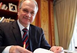 Senado aprova indicação de Luiz Fachin para o STF : 52 a favor e 27 contra