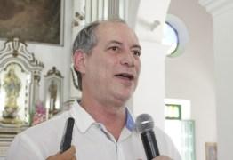 """Grupos que pedem queda de Dilma são """"golpistas"""" e """"frouxos"""", diz Ciro Gomes"""
