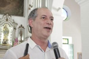 """CIRO GOMES 300x200 - Grupos que pedem queda de Dilma são """"golpistas"""" e """"frouxos"""", diz Ciro Gomes"""