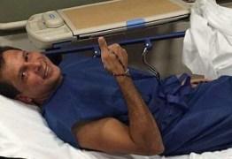 Cirurgia de Ricardo Barbosa ocorreu só hoje e alta está prevista para as próximas 48 horas