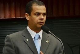 Adesão a vista? Deputado de oposição se reúne com secretários e pede audiência com Ricardo