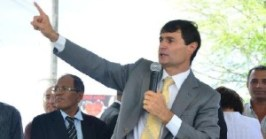 Romero Dedo e1439302841378 300x157 - Romero lava as mãos e diz que greve na educação é 'perseguição política'