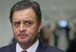 VEJA VÍDEO: Aécio Neves se retira da convenção do PSDB após ser vaiado