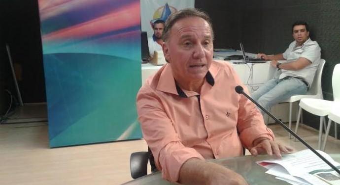 """1425401626657 ronaldo barbosa 2 e1442594526548 - QUEDA DE BRAÇO: """"vamos calçar mais ruas que Cartaxo"""", diz presidente do PSB sobre anúncio de 50 obras"""