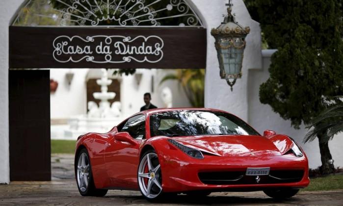 BRAZIL PETROBRAS POLICE - VÍDEO - Fernando Collor festeja liberação de seus carros de luxo