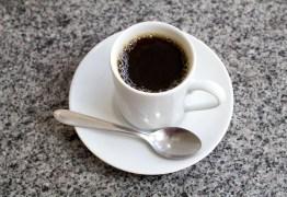 Por que você nunca deve beber café de barriga vazia