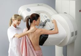 Fake news fazem com que mulheres evitem mamografia e especialista desmente boatos sobre exame