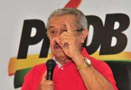 Maranhão diz que não vai conversar com Gervásio sobre permanência do deputado no partido