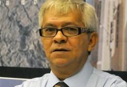 Sindicato dos jornalistas emite nota repudiando postura da Arapuan por quebra de contrato com Wellington Farias