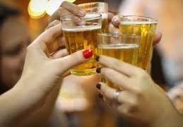 O que o consumo de álcool tem a ver com a demência?