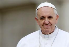 Mídia precisa dar mais espaço para boas notícias, diz papa após ano sombrio