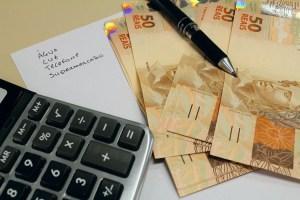 contas 2 300x200 - Pesquisa diz que 35% dos brasileiros não pagam contas em dia; veja dicas para adequar o orçamento