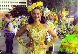 Lucy Alves revela ter perdido as contas de quantos já beijou no carnaval