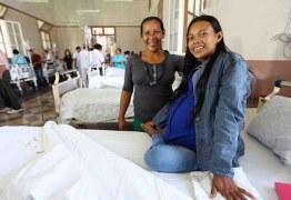 VEJA VÍDEO: Parece gravidez, mas esta jovem tem um tumor de 16kg