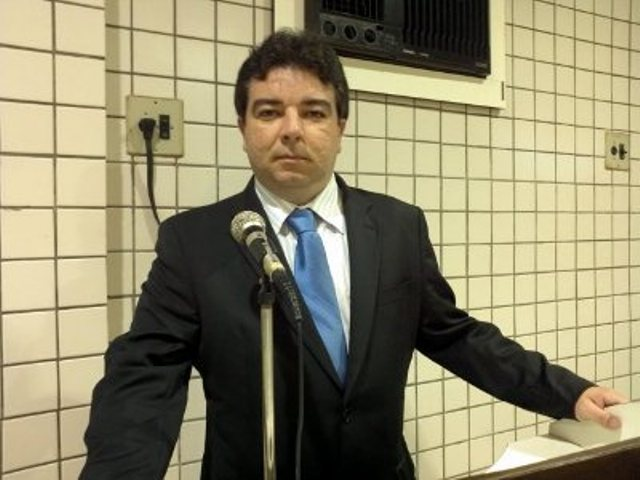 Arthur Cunha Lima - O DINHEIRO PARA O CARNAVAL: Deputado Estadual da Paraíba é assaltado na saída de banco