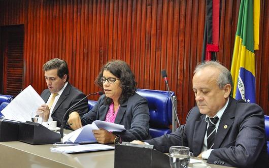 CCJ - CCJ da ALPB aprova, por unanimidade, MP 242 que congela salário dos servidores estaduais