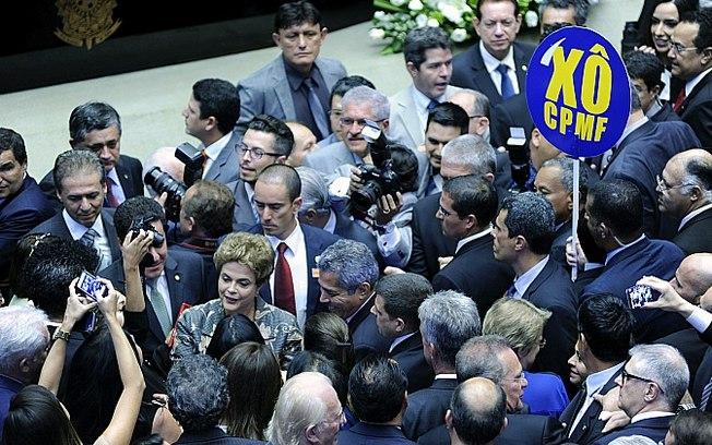dilma vaiada cpmf - Dilma é vaiada ao defender volta da CPMF na abertura do ano Legislativo