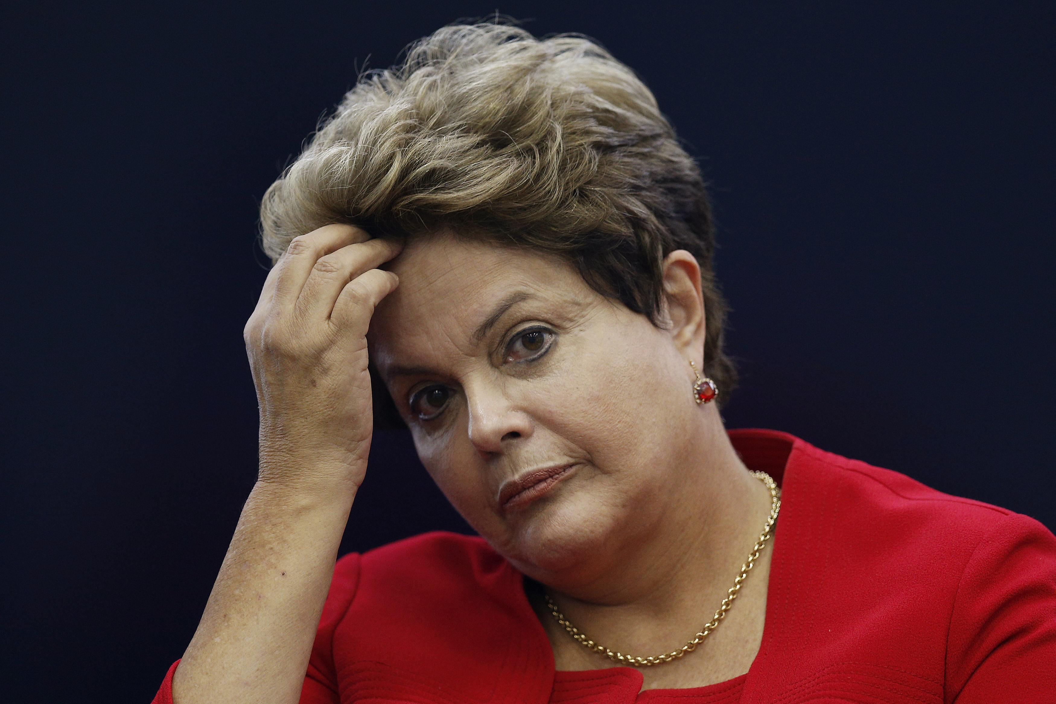 dilma - Dilma pensou em deixar o PT no auge da crise em 2015