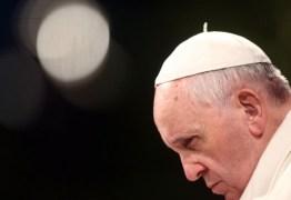 """""""Quantas vezes todos ouvimos pessoas dizerem 'se esta pessoa é católica, é melhor ser ateu'"""". diz o Papa."""