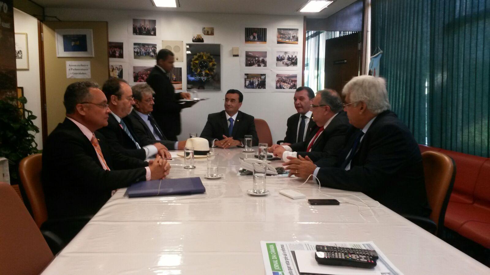 00 - Rômulo participa de reunião da bancada e recebe representantes dos poderes da Paraíba