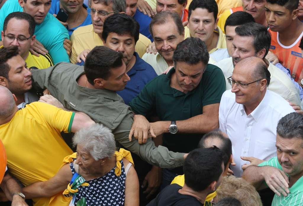 201603131624471059 - Alckmin e Aécio são hostilizados em passagem na av. Paulista