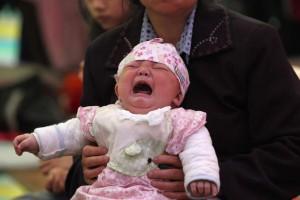bebe chinês vendido 300x200 - Jovem chinês vende filha de 18 dias para comprar um iPhone e uma moto