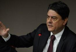 Deputado do PT diz que vai pedir impeachment de Gilmar Mendes