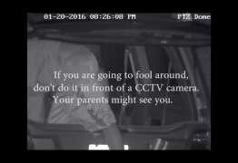 Homem se irrita com casais fazendo sexo em frente à sua casa e filma tudo – VEJA VÍDEO