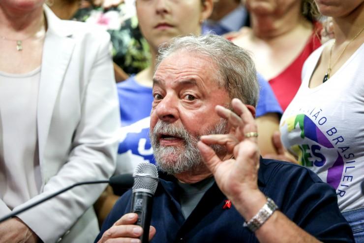 http fotospublicas.s3.amazonaws.com wp content uploads 2016 03 PP Ex presidente Lula fala com jornalistas apos prestar depoimento na Policia Federal 201603040007 e1457469907368 - Reuters confirma Lula como ministro do governo Dilma