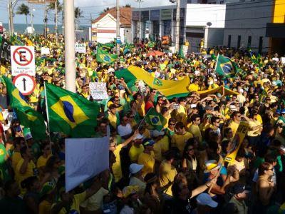 mani - Atos contra o Governo Federal enchem ruas em Campina Grande e João Pessoa