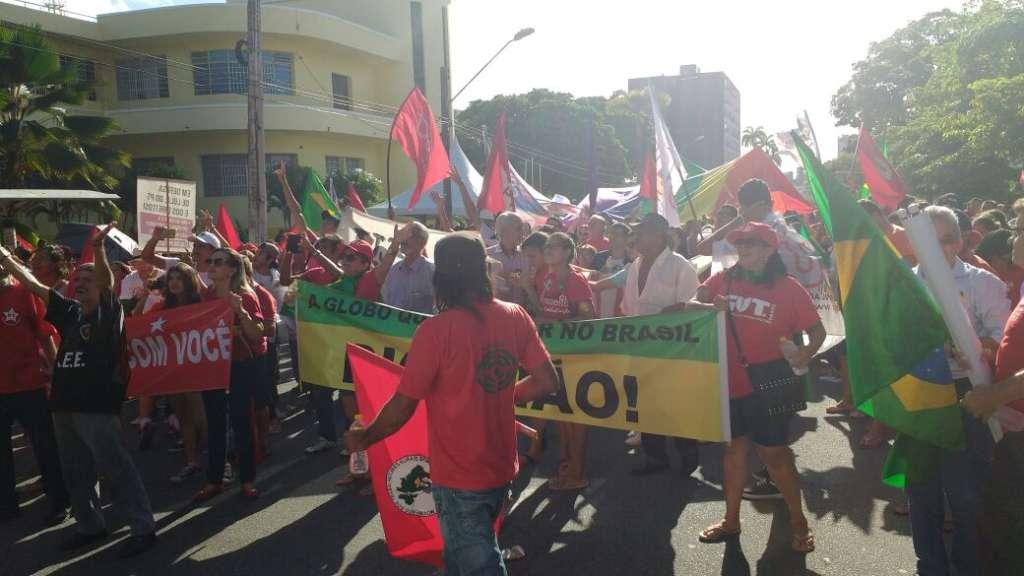 manifestação 3 - 7 mil pessoas saem às ruas em defesa da presidente Dilma Rousseff em João Pessoa; veja vídeos