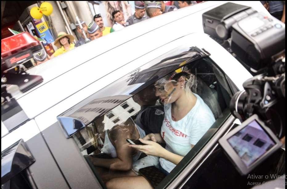 musaprotesto5 - CONFIRA FOTOS: Musas fazem topless no protesto e acabam detidas por atentado ao pudor