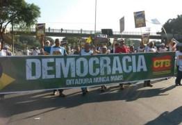 Manifestantes contra o impeachment fecham a BR 101 e 230 na Paraíba